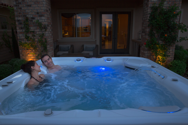 Highlife® Envoy™ - Enjoy the outdoors at night in deep relaxation | HotSpring Spas