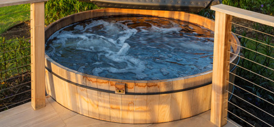 wood hot tub 560x260